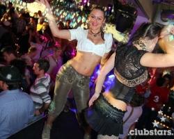 Wiesn Oktoberfest Gogos Tänzerinnen in München und Bayern_11