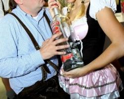 Wiesn Oktoberfest Gogos Tänzerinnen in München und Bayern_17
